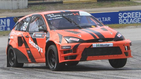 Ford Focus Supercar RallyX i kurva