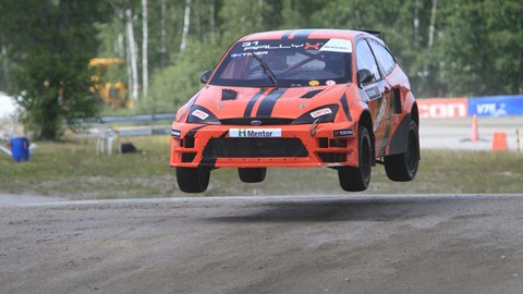 Ford Focus RallyX Supercar hoppar